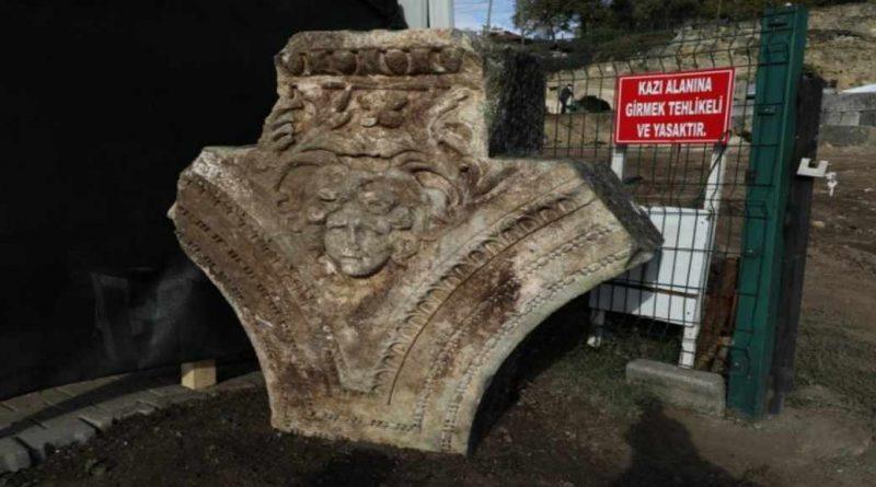 Düzce'deki Prusias ad Hypium Antik Kenti'nde  Medusa Başı Bulundu